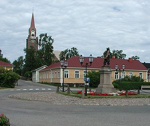 Raahe - Raahe Church and statue of Per Brahe