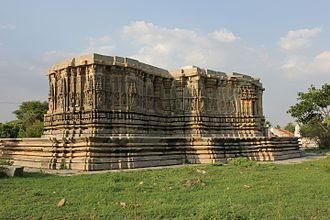 Shantinatha - Image: Rear view of Shantinatha basadi at Jinanathapura