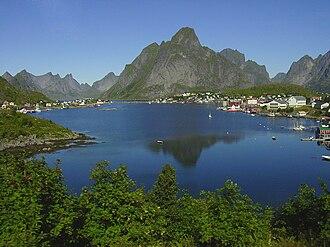 Moskenesøya - Image: Reine i Lofoten