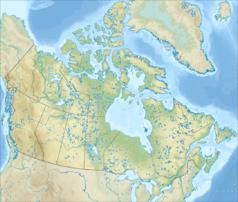 """Mapa konturowa Kanady, na dole po lewej znajduje się punkt z opisem """"źródło"""", poniżej na prawo znajduje się również punkt z opisem """"ujście"""""""