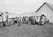 Révillon Frères post servants at Kangiqsujuaq in 1909.