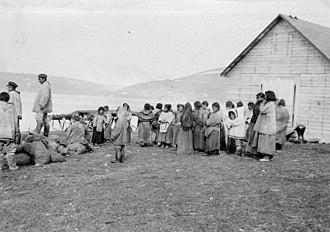 Kangiqsujuaq - Révillon Frères post servants at Kangiqsujuaq in 1909.