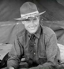 Richard Arlen in Wings trailer.jpg