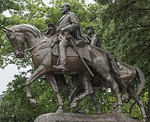 Photograph of the statue of Robert E. Lee on Traveller