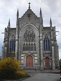 Saint-Julien-de-Vouvantes - église.JPG