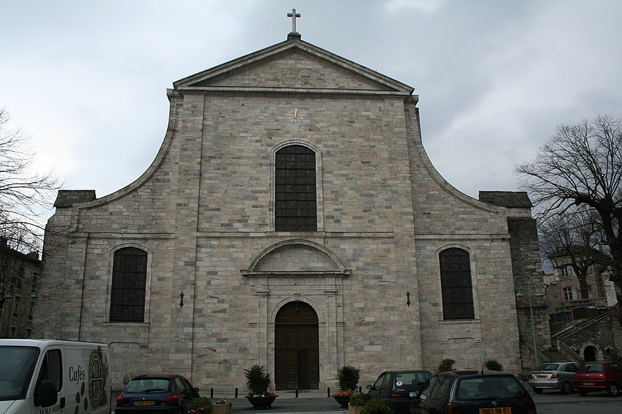 Saint-Pons-de-Thomières (Hérault)- cathédrale - façade orientale (construite à la place de l'ancien chœur, détruit pendant les guerres de Religion).