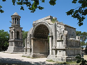 Saint-Rémy-de-Provence - Roman site 'Les Antiques' of Glanum, with the Mausoleum (left) and the Arch (right)