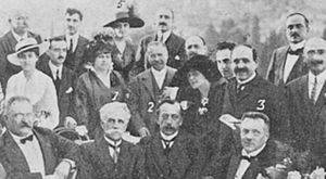 Jules Destrée - Sebastião de Magalhães Lima (1) and Destrée (2), in July 1916, at the launch in Italy of the Latina Gens society. Romanian writer Elena Bacaloglu, Latina Gens founder, is back row, marked 5.