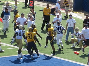 2010 California Golden Bears football team - Cal running back Shane Vereen scores in the first quarter.