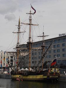 Shtandart in Tallinn 28 May 2012.JPG