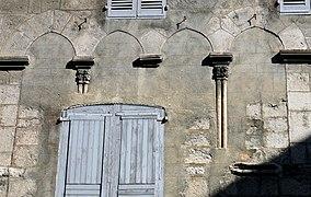Старинный дом на rue Mercerie в старом городе Систерона (Sisteron)