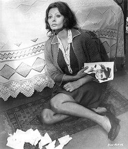 Sophia-Loren-in-the-movie-Sunflower-391853241311.jpg