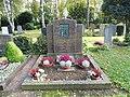 Sossenheim, Friedhof, Grabstein Lotz.JPG