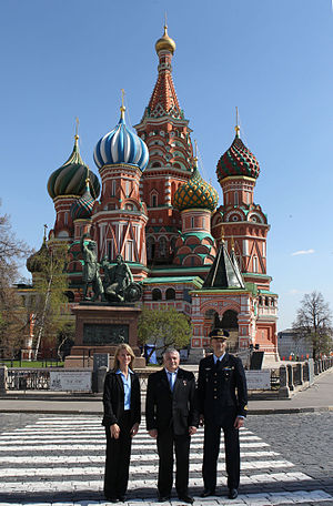 Soyuz TMA-09M - The Soyuz TMA-09M crew members conduct their ceremonial tour of Red Square on 8 May 2013.