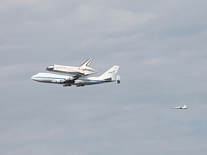 Space Shuttle Discovery over DC - Stierch S.jpg