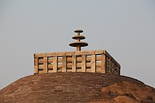 L'ombrelle au XVIIIe siècle 220px-Stupa_1%2C_Sanchi_03