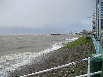 North Sea flood of 2007 - Image: Sturmflut in Bremerhaven Weserdeich 09112007