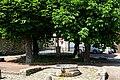 Survilliers (95), rue Pasteur, place du Calvaire avec margelle de puits.jpg