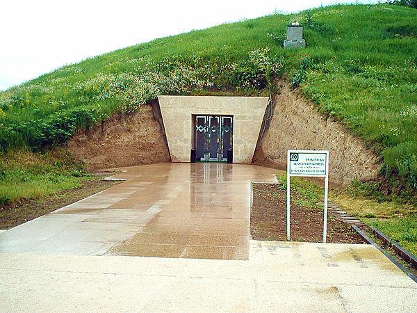 """Sboryanovo - """"królewski grobowiec tracki w Swesztari"""". Fot. Wikimedia Commons, autor: Edal Anton Lefterov, lic. CC-BY-SA-3.0."""