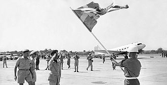 United Nations Operation in the Congo - General Gunnar Göransson salute the Swedish flag on his arrival in Elizabethville, Congo and the Swedish UN troops. To the left is Colonel Jonas Wærn and Colonel Olaf Egge (with dark glasses).