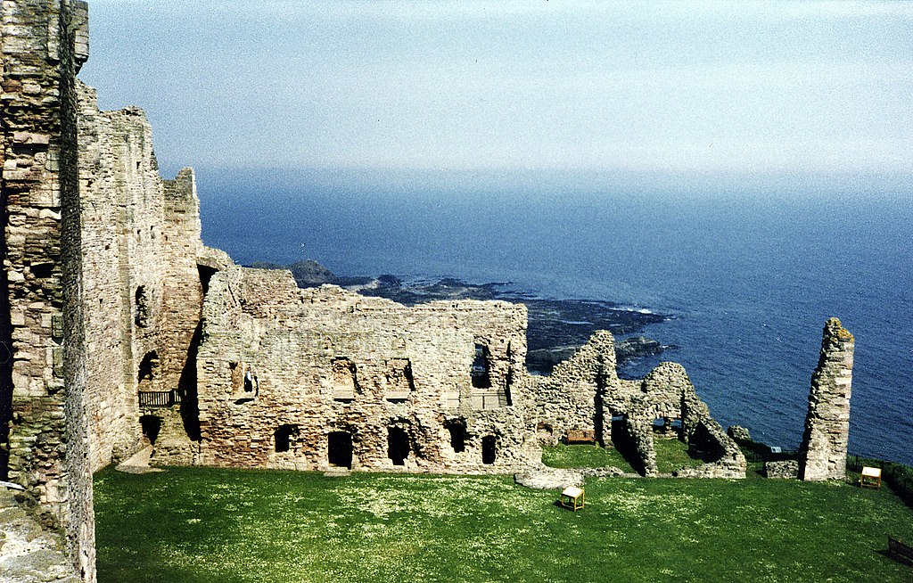 > Ruine du château de Tantallon en Ecosse  - Photo de Felicity and Phillip