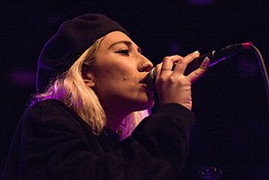 Tei Shi close-up live in Amsterdam 2015.jpg