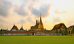 Temple of the Emerald Buddha 2012.JPG