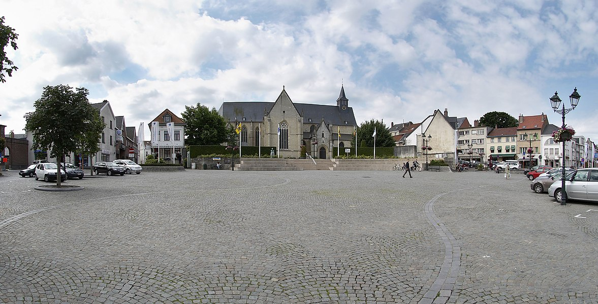 Markt in Tervuren with view on Sint-Jan Evangelist church