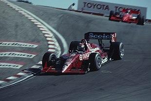 Eddie Cheever, nel 1991, alla guida della Lola Chevrolet del Team Ganassi nella caratteristica curva del cavatappi, sul circuito di Laguna Seca