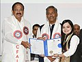 The Vice President, Shri M. Venkaiah Naidu presenting the gold medals and certificates to Students, at the Convocation of the ICFAI University, in Dehradun, Uttarakhand (1).JPG