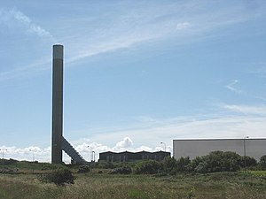 The chimney stack of Anglesey Aluminium - geograph.org.uk - 874736.jpg