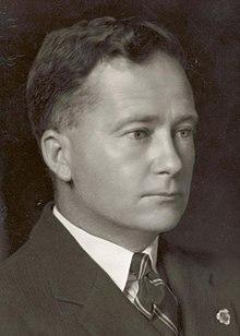 Formeel hoofd-en-schoudersportret van Thomas White in pak en stropdas