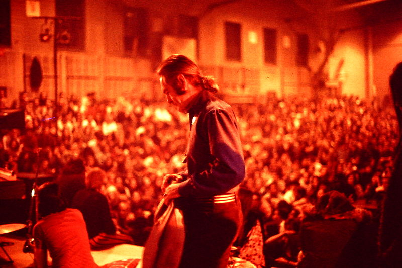 File:TimothyLeary-LectureTour-OnStage-SUNYAB-1969.jpg