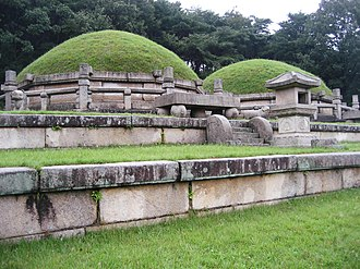Jongrung, the tomb of Queen Noguk, next to the tomb of King Gongmin. Tomb at Kaesong.jpg