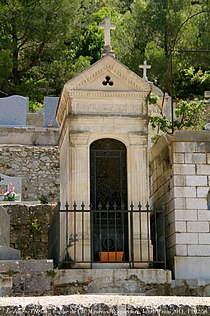Tombe de Charles Maurras - cimetière de Roquevaire.jpg