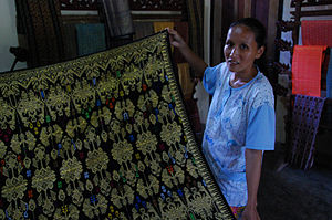 Sasak people - Image: Traditional sasak weaving