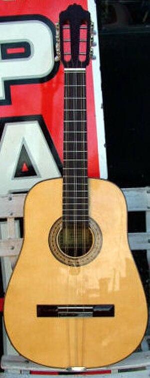 Tres (instrument) - Image: Trescubano