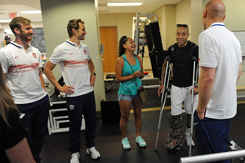 File:USMNT players with wounded warrior 150903-D-FW736-011.JPG