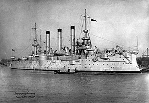 USS Brooklyn (ACR-3) v loděnicích the New York Navy Yard v roce 1898