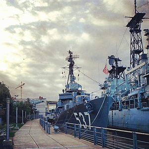 USS THE SULLIVANS (destroyer) 2013-09-22 07-37-32.jpg