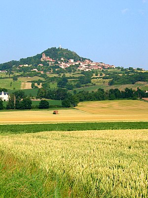 Limagne - The village of Usson on the edge of the Limagne plain