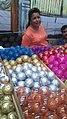Vendedora de esferas.jpg