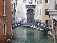 Venezia SM Ponte del Teatro 20120422.jpg