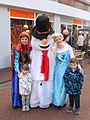 Verklede sneeuwpop met gezelschap Spijkenisse.jpg