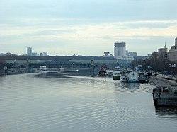 Моста в москве вверх по течению реки