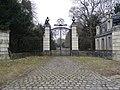 Villepreux château des Gondi Pavillon d'entrée.jpg