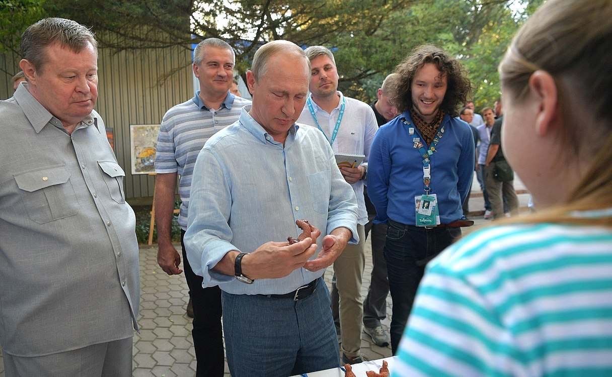 Vladimir Putin at the Tavrida National Youth Educational Forum (2017-08-20) 03.jpg