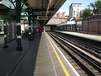 Willesden Green tube station - Image: Willesden Green stn westbound look east