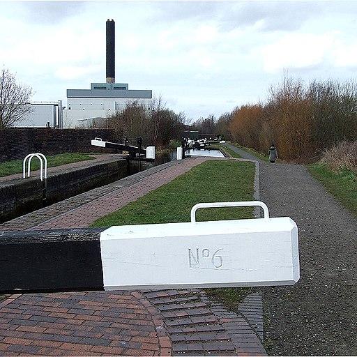 Wolverhampton Locks No 6 - geograph.org.uk - 700381