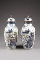 Östasiatisk keramik. Urnor med lock, 2 st - Hallwylska museet - 95791.tif